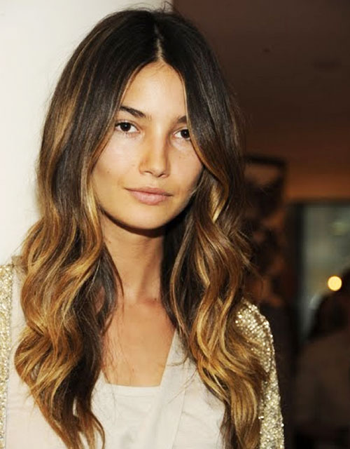 Lily Aldridge Loose Wave Hairstyle