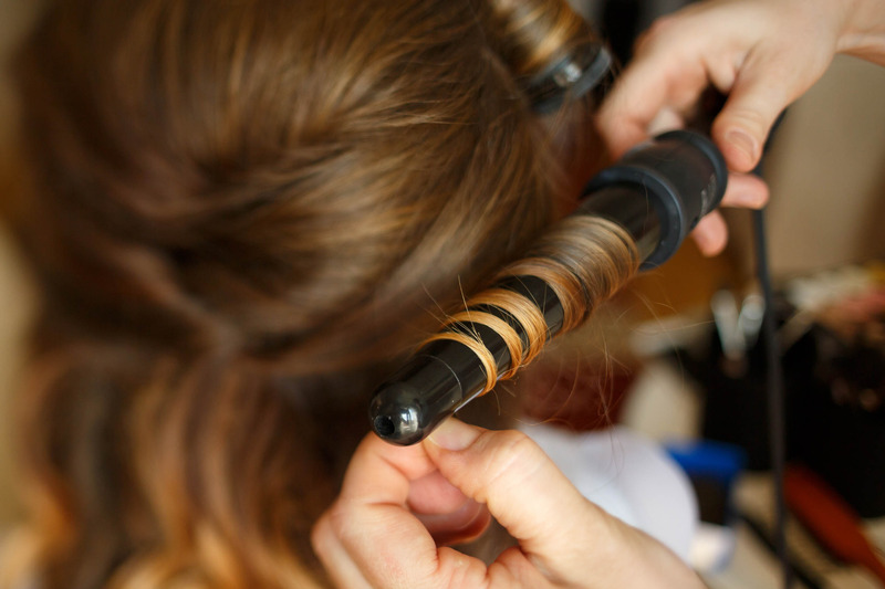 Clipless curling iron