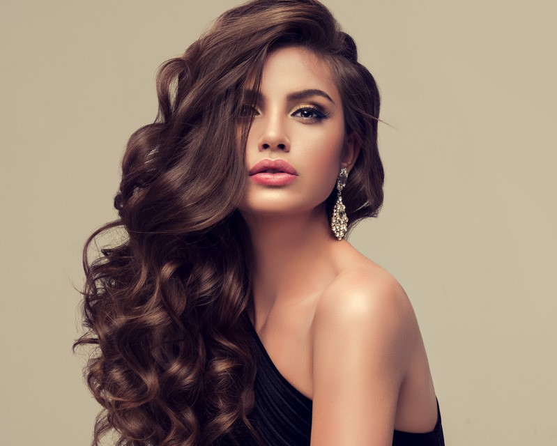 Tight beachy waves hairstyle